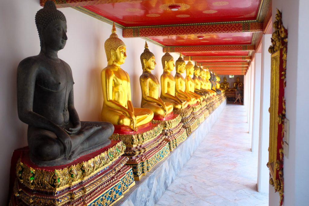 Statui în templul Wat Arun, Bangkok, Thailanda